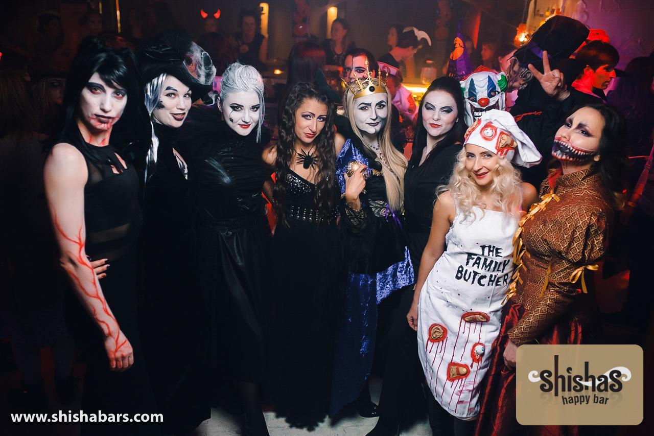 Хеллоуин традиционно празднуется в западной европе и америке, хотя официальным выходным днём не является.